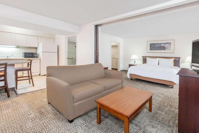 Hawthorn Suites by Wyndham Dallas Love Field Airport - Dallas - Bedroom