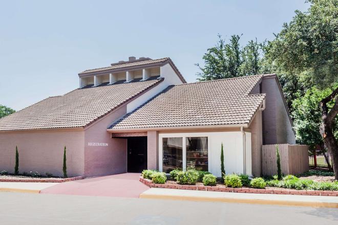 Hawthorn Suites by Wyndham Dallas Love Field Airport - Dallas - Building