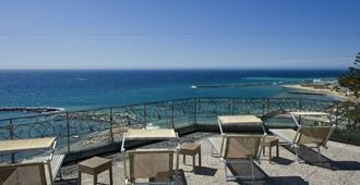 Lolli Palace Hotel Sanremo - San Remo - מרפסת