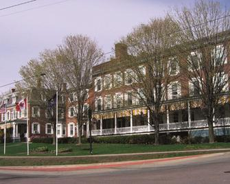 Middlebury Inn - Middlebury - Building