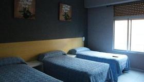Pension Corona - Zaragoza - Bedroom