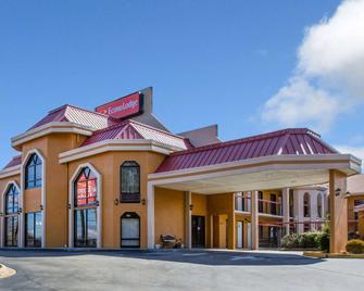 Econo Lodge - Hendersonville - Building