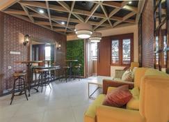 RedDoorz Plus @ Cbd Bintaro - South Tangerang City - Living room