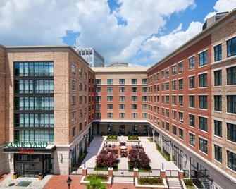 Courtyard by Marriott Richmond Downtown - Richmond - Building