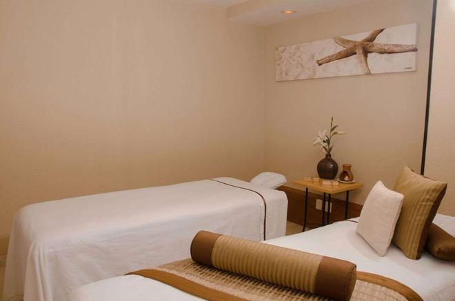 Plaza Pelicanos Grand Beach Resort - Puerto Vallarta - Bedroom
