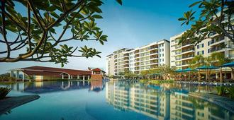 Dayang Bay Serviced Apartment & Resort - Langkawi - בריכה