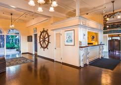 Best Western Pioneer Inn - Lahaina - Lobby