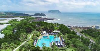 Kensington Resort Seogwipo - Seogwipo - Pool