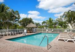 Travelodge by Wyndham Florida City/Homestead/Everglades - Florida City - Piscina