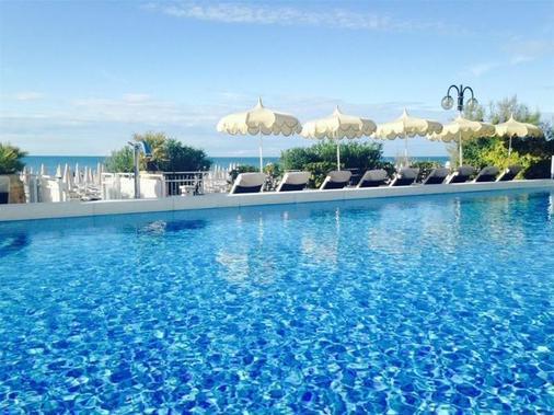 德拉納澤歐尼酒店 - 耶索羅 - Jesolo - 游泳池