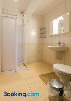Guest House La Casa - Varna - Bathroom
