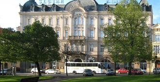 Hotel Slovan - Pilsen - בניין