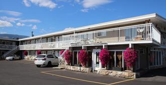 Plaza Motel - Penticton - Building