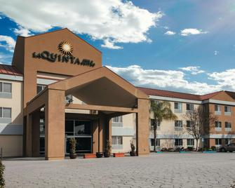 La Quinta Inn & Suites by Wyndham Dublin Pleasanton - Dublin - Building