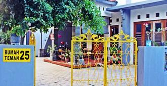 Rumah Teman Backpacker - Semarang - Outdoor view