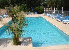 松汽車旅館 - 卡爾維 - 卡爾維 - 游泳池