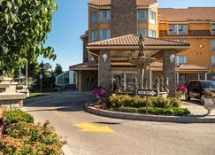 Monte Carlo Inn Barrie Suites - Barrie - Building