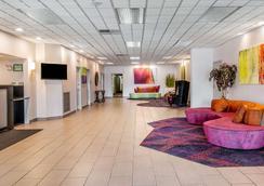 Quality Inn & Suites Banquet Center - Livonia - Recepción