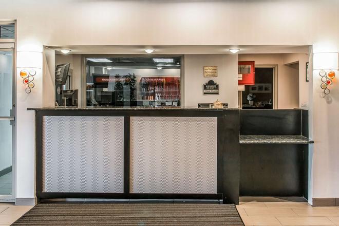 Quality Inn & Suites Banquet Center - Livonia - Bar