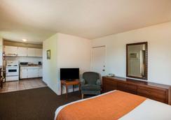 Howard Johnson by Wyndham Victoria - Victoria - Bedroom