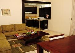 Al Hayat Hotel Apartments - Sharjah - Living room