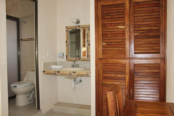 Hotel Plaza del Sol - Playa del Carmen - Bathroom