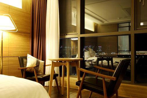 R.lee Suite Hotel Songdo - Incheon - Schlafzimmer