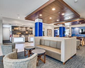 Holiday Inn Express & Suites Denton South - Denton - Lobby