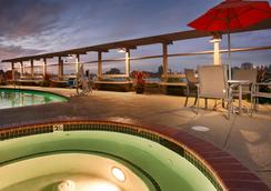 Best Western Plus Bayside Hotel - Oakland - Bể bơi