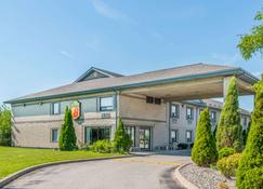 Super 8 by Wyndham Ambassador Bridge Windsor ON - Windsor - Rakennus