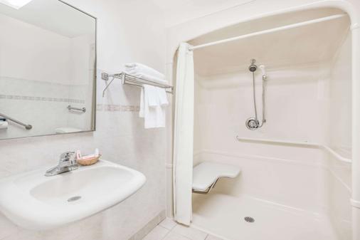溫莎 ON 速 8 酒店 - 溫莎 - 溫莎 - 浴室