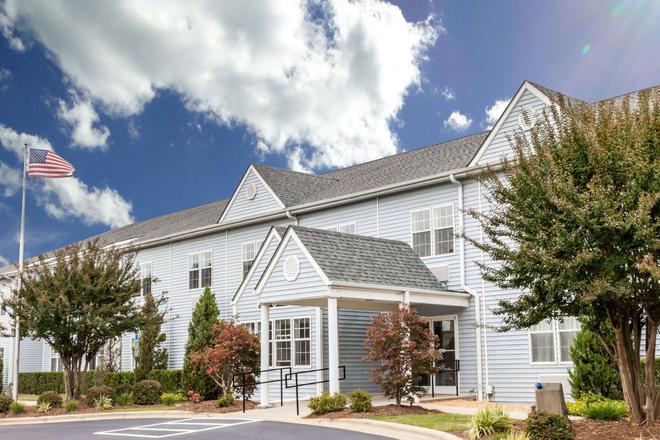 Microtel Inn & Suites by Wyndham Wilson - Wilson - Building