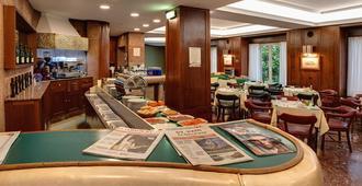 Hotel Hernán Cortés - חיחון - מסעדה
