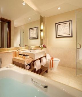 Oakwood Premier Cozmo Jakarta - South Jakarta - Bathroom