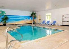 Baymont by Wyndham Galloway Atlantic City Area - Galloway - Pool