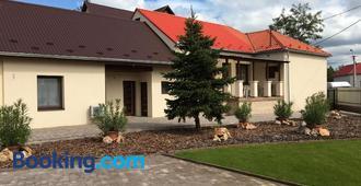 Kristály apartmanok - Kisvárda - Building