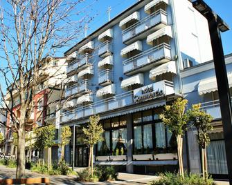 Hotel Ristorante Commercio - Salo - Building