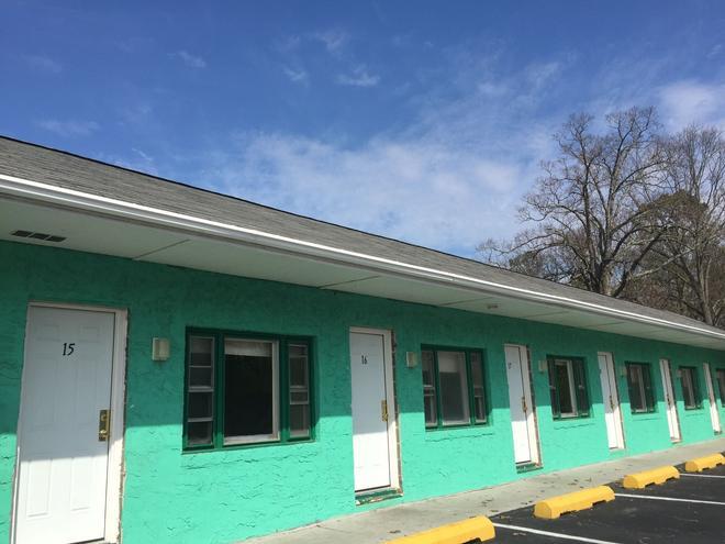 Green Acres Motel - Atco - Building