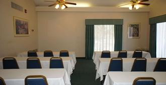 La Quinta Inn by Wyndham Fort Myers Central - Fort Myers - Meeting room
