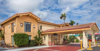 La Quinta Inn by Wyndham Fort Myers Central - Fort Myers - Building