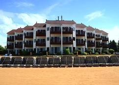 Beach Condominium Hotel - Traverse City - Building