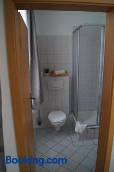 Hotel-Stadt-Aschersleben - Aschersleben - Bathroom