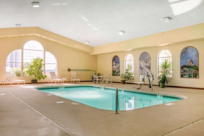 Quality Inn - Rapid City - Pool