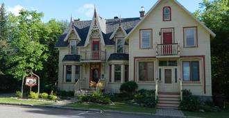 Gite la Bonne Adresse - Saint-Faustin-Lac-Carré - Building