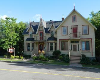 Gite la Bonne Adresse - Saint-Faustin-Lac-Carré - Gebäude