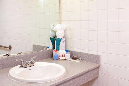 Ramada Plaza by Wyndham West Hollywood Hotel & Suites - West Hollywood - Bathroom
