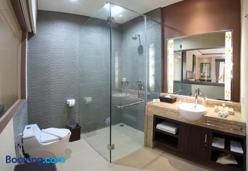 D'penjor Seminyak Hotel - Kuta - Salle de bain