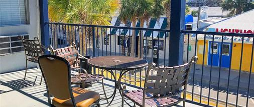 Sea And Breeze Hotel And Condo - Tybee Island - Balcony