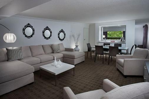 Toronto Don Valley Hotel and Suites - Toronto - Living room