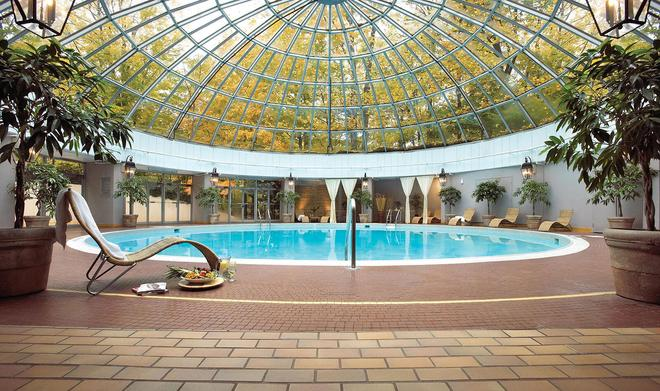 Toronto Don Valley Hotel and Suites - Toronto - Piscina